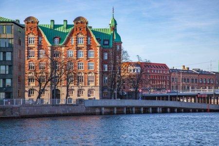 Photo pour Paysage urbain avec ses bâtiments et de la rivière à Copenhague, Danemark - image libre de droit