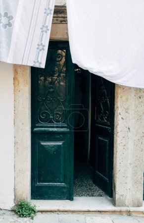 Foto de Cerrar vista de puerta abierta en la ciudad de Dubrovnik, Croacia - Imagen libre de derechos
