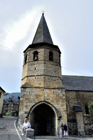 Sant Joan de Caselles. Romanesque church of the late twelfth century with tower belfry. Due to its beauty, it is considered one of the most popular examples of religious Romanesque architecture in Andorra.