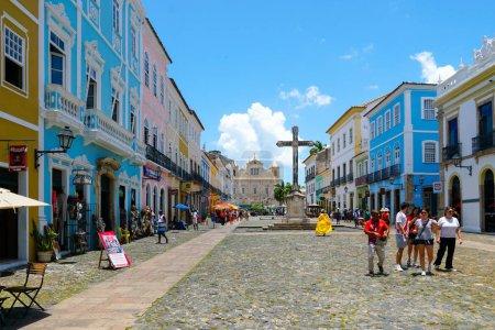 Photo pour Cruzeiro de Sao Francisco Anchieta croix chrétienne coloniale à Pelourinho, dans le centre historique de Salvador Bahia. Brésil . - image libre de droit