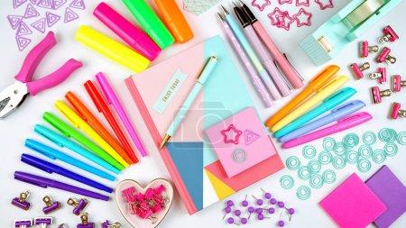 Photo pour Retour à l'école ou espace de travail coloré papeterie au-dessus plat lay. - image libre de droit