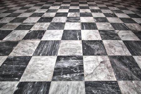 Photo pour Vieilli carrelage carré blanc et noir fond de sol texture marbre . - image libre de droit