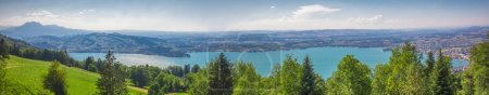 Photo pour Vue sur la vieille ville de Zoug, la montagne de Zugersee et Rigi, Zoug, Suisse, Europe . - image libre de droit