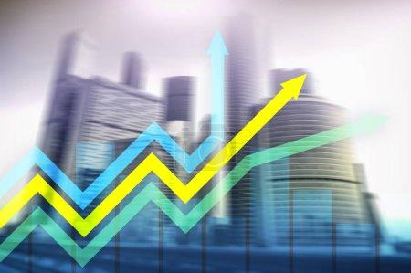 Photo pour Graphique de croissance financière de flèches. Investissement et commerce concept. - image libre de droit