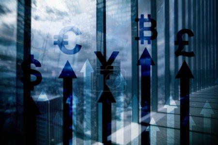 Photo pour Double exposition business et concept financier. Flèches de croissance monétaire. trading d'actions et forex . - image libre de droit