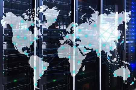 Photo pour Concept Internet et télécommunications avec carte du monde sur fond de salle de serveurs . - image libre de droit