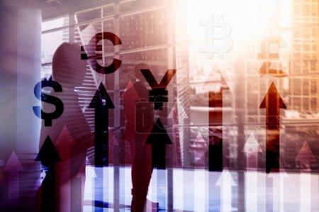 Foto de Doble exposición empresarial y financiera concepto Flechas de crecimiento de moneda. Stock trading y forex. - Imagen libre de derechos