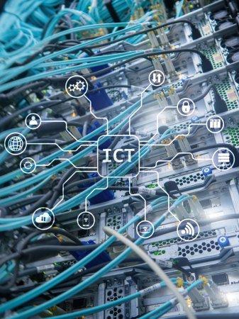 Photo pour TIC - concept de technologie de l'information et des communications sur fond de salle de serveurs . - image libre de droit