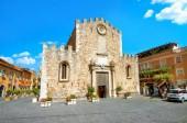 "Постер, картина, фотообои ""Вид San Nicolo собора на площади Пьяцца дель Дуомо в Таормине. Сицилия, Италия"""