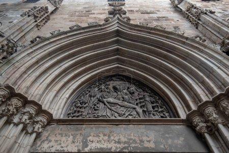 Photo pour Vue détaillée de la magnifique cathédrale de Barcelone - Catedral de la Santa Cruz y Santa Eulalia (Sainte Croix et Sainte Eulalia) à Barcelone, Espagne - image libre de droit