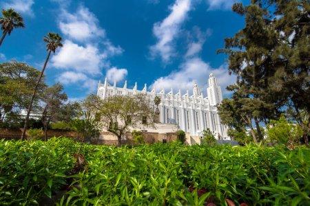 Photo pour L'ancienne église catholique du Sacré-Cœur de Jésus à Casablanca, au Maroc, construite en 1930. La cathédrale blanche a cessé sa fonction religieuse en 1956, après l'indépendance du Maroc - image libre de droit