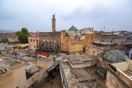 Photo pour Fès, Maroc - 30 Novembre, 2019 : Vue de l'ancienne Médina à Fès (Fès El Bali). La ville antique et la plus ancienne capitale du Maroc. Une des villes impériales du Maroc. site du patrimoine mondial de l'Unesco - image libre de droit