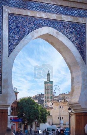 Photo pour Fès, Maroc - 28 Juin, 2019 : Bab Rcif, l'une des célèbres portes et lieux. Patrimoine de l'UNESCO ville Fès médina. La ville antique et la capitale la plus ancienne. Une des villes impériales du Maroc. - image libre de droit