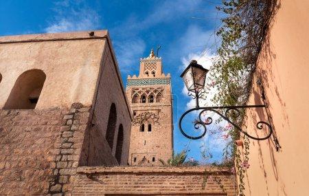 Photo pour Mosquée Koutoubia ou Mosquée Kutubiyya et minaret situé dans le quartier médina de Marrakech, Maroc. Le plus grand de Marrakech - image libre de droit