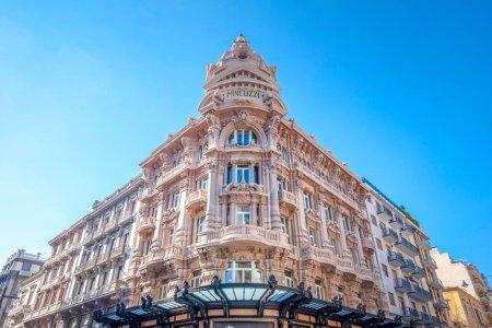 Photo pour Bari, Pouilles, Italie Palais Palazzo Mincuzzi sur Via Sparano, la principale rue commerçante de la ville. la capitale de la ville métropolitaine de Bari et des Pouilles - image libre de droit