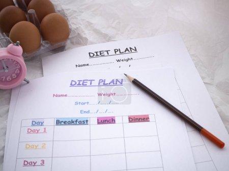 Photo pour Le plan du régime alimentaire et le crayon mis en arrière-plan, concept de soins de santé - image libre de droit