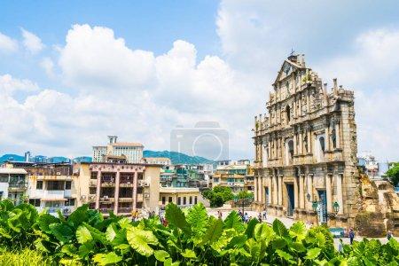 Photo pour Beau bâtiment d'architecture ancienne avec ruine de st église pual point de repère de la ville de Macao avec fond bleu ciel - image libre de droit