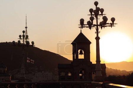 Photo pour Monument religieux en Géorgie au coucher du soleil - image libre de droit