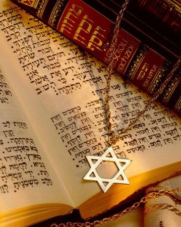 Foto de Religión - Estrella de David y la Torá - Judaísmo - Imagen libre de derechos