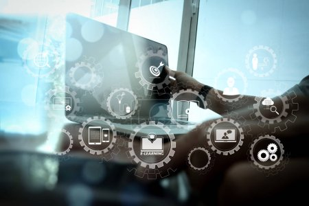 Foto de E-learning con dientes de engranaje conectado conectado mano de dashboard.businessman virtual diagrama funciona con tecnología moderna y el efecto de la capa digital como concepto de estrategia de negocio - Imagen libre de derechos