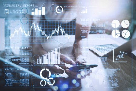 Photo pour Analyser les investisseurs rapport boursier et tableau de bord financier avec Business Intelligence (BI), avec des indicateurs de performance clés (KPI) .designer en utilisant téléphone intelligent et clavier dock tablette numérique avec ordinateur portable . - image libre de droit