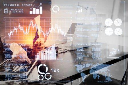 Photo pour Analyser les investisseurs rapport boursier et tableau de bord financier avec la veille économique (BI), avec les indicateurs de performance clés (KPI) .businessman ou Designer en utilisant un téléphone intelligent avec le loquet et tablette numérique . - image libre de droit