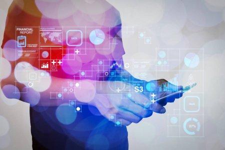 Photo pour Données des rapports financiers des opérations commerciales (bilan et compte de résultat et diagramme) en tant que Fintech concept.businessman main à l'aide de Tablet Computer avec concept de nuage de couleurs - image libre de droit