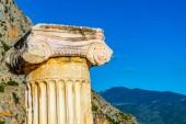 """Постер, картина, фотообои """"старый столбец, расположенный на территории древнего Delphi в Греция"""""""
