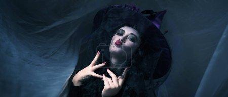 Photo pour Femme en costume d'Halloween. Vacances - image libre de droit