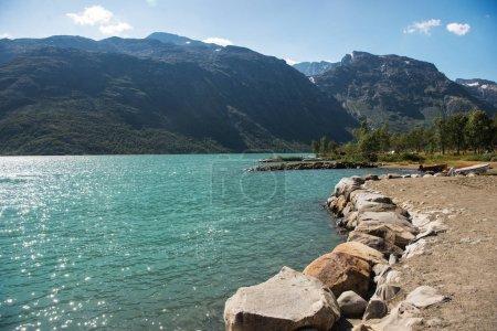 Photo pour Majestueuses montagnes et lac de Gjende dans le parc national de Jotunheimen, Norvège - image libre de droit