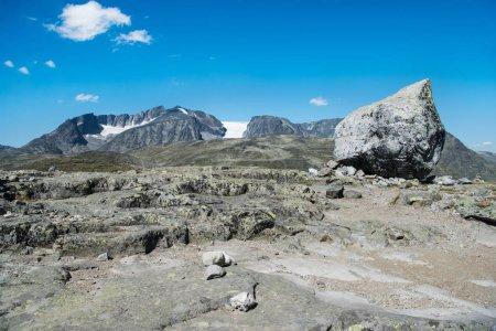 Photo pour Roches sur la crête Besseggen à Parc National de Jotunheimen, Norvège - image libre de droit