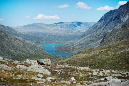 Photo pour Paysage majestueux avec crête Besseggen sur lac Gjende au Parc National de Jotunheimen, Norvège - image libre de droit
