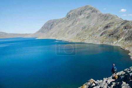 Photo pour Montagnes et le lac Gjende, crête Besseggen, Parc National de Jotunheimen, Norvège - image libre de droit