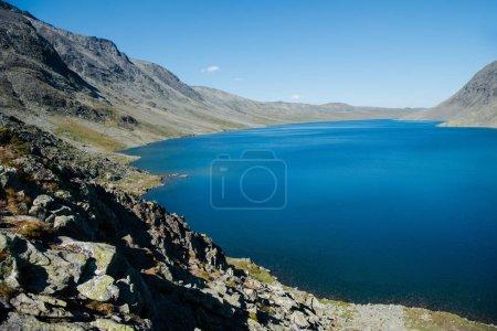 Photo pour Paysage paysage avec lac Gjende, Besseggen crête, Parc national de Jotunheimen, Norvège - image libre de droit