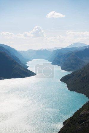 Photo pour Vue aérienne du lac de Gjende, crête de Besseggen, parc national de Jotunheimen, Norvège - image libre de droit