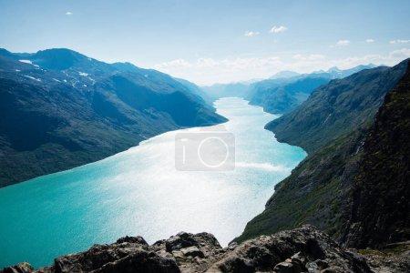 Photo pour Paysage majestueux avec lac de Gjende, crête de Besseggen, parc national de Jotunheimen, Norvège - image libre de droit