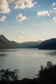 """Постер, картина, фотообои """"величественный пейзаж озера Йенде, гряда Бессегген, Национальный парк Йотунхеймен, Норвегия"""""""