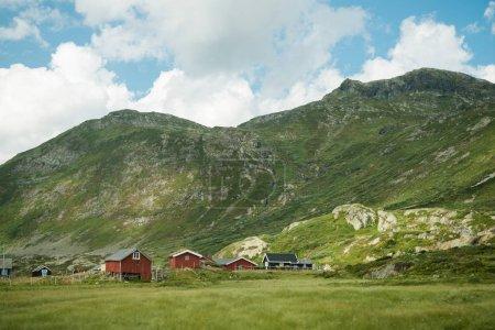 Photo pour Maisons de vacances dans les hautes terres de Trysil, la plus grande station de ski de Norvège - image libre de droit