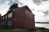 """Постер, картина, фотообои """"живописный вид красного здания возле озера, Хамар, Хедмарк, Норвегия"""""""