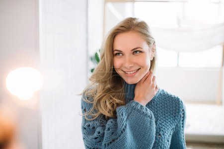 Photo pour Cheerful happy fashion model smiling. Sensual woman posing for pictures at cozy home. Authentic portrait of positive female with perfect skin and beautiful body.  Skincare concept. - image libre de droit