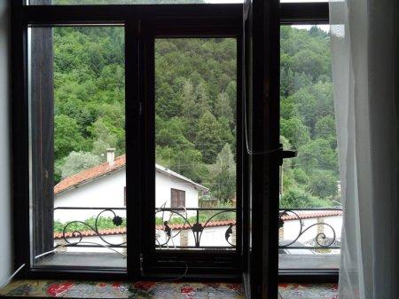 Photo pour Windows avec maison Dammarie - image libre de droit