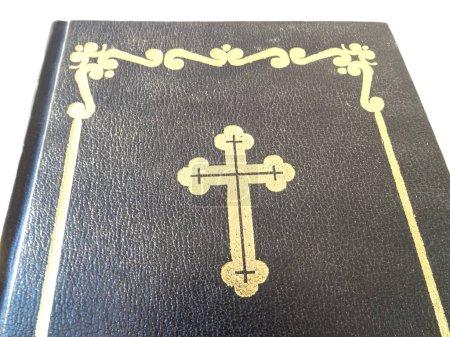 Photo pour Livre biblique avec un symbole de croix - image libre de droit