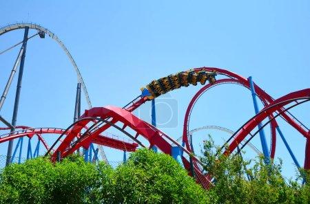 Photo pour Big Roller Coaster à Port Aventura Parc d'attractions en Espagne . - image libre de droit