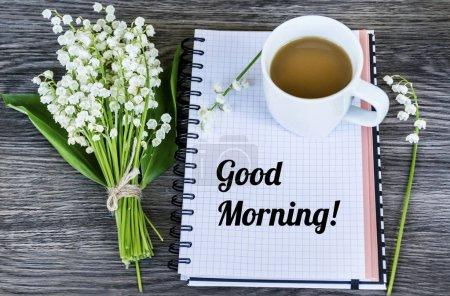 Ноутбук, букет Лили Долины и чашка кофе. Утренняя концепция