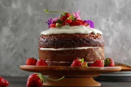 Photo pour Gâteau rustique d'été à la baie - image libre de droit