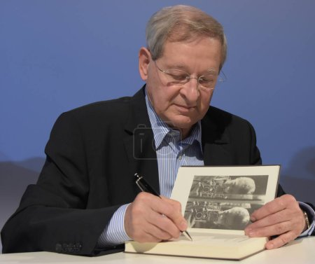 Frankfurt, Germany. 12th Oct, 2017. Peter Nadas (* 1942), hungarian author, signing books after being interviewed ssat 'Blaues Sofa', Frankfurt Bookfair / Buchmesse Frankfurt 2017