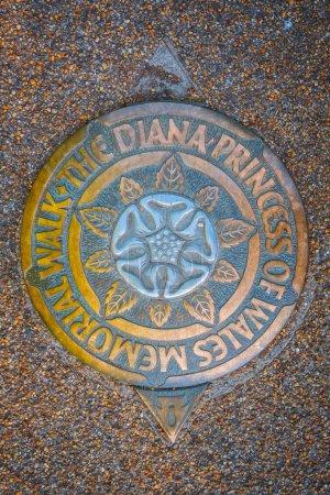 The Diana, Princess of Wales maker Promenade commémorative dans les jardins de Kensington, Londres, Royaume-Uni