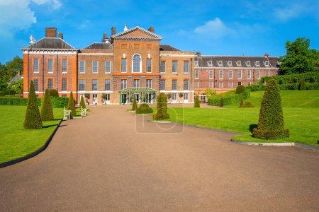 Kensington Palace est une résidence royale située à Kensington Gardens à Londres, Royaume-Uni.
