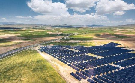 Foto de Vista aérea de la estación de energía solar . - Imagen libre de derechos