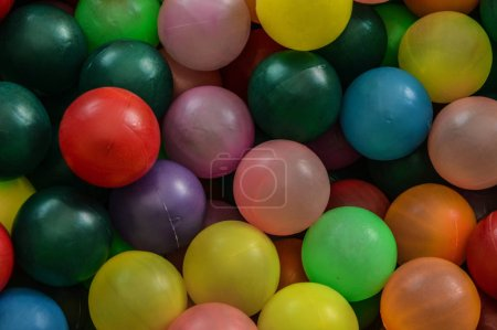piscina de pelotas de colores